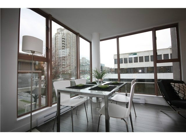 # 305 1633 W 8TH AVE. Vancouver BC - Fairview VW Apartment/Condo for sale, 2 Bedrooms (V1056402) #3